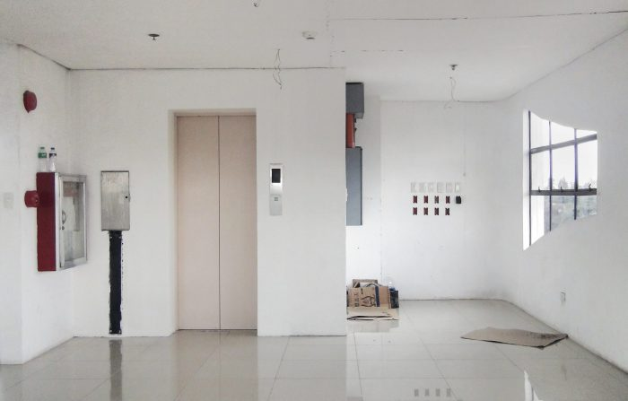 Elevator Pitch, an elevator inside an apartement